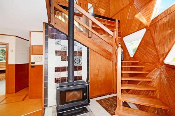 三角形互相拼接保证了房屋结构的稳定性,同时避免了柱子的使用,使整个