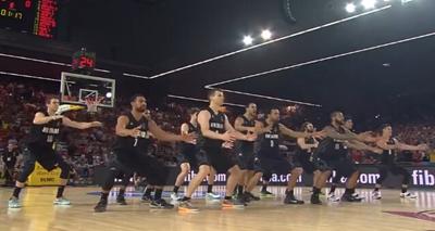 新西兰男篮赛前毛利战舞 梦之队大牌看傻了
